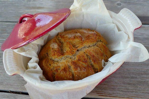 Η θαυμαστή τεχνική της παρασκευής ψωμιού, αντίθετα με ό,τι θα έχετε ακούσει, είναι απλούστατη και έχει μείνει ίδια για αιώνες. Το μόνο που χρειάζεστε για σωστό ψωμί είναι υπομονή και χρόνο - σε πολλές συνταγές, όπως αυτή που σας δίνω, ούτε καν κανονικό ζύμωμα!