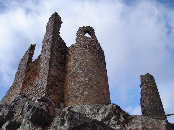 Restos de la Fortaleza de Magacela, musulmana aunque también con restos de los romanos.
