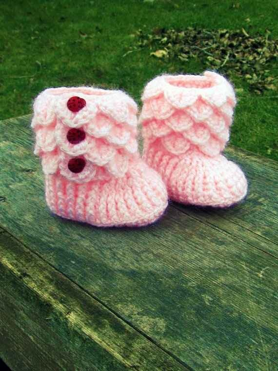 Crocodile Stitch Crochet Booties - Oh goodness, cute!  Mom, can you do these:)?