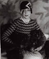 Elsie DeWolfe Was First Female Professional Interior Designer In C Here Photod W Her Pair Of Peke Pooches Art Deco New York