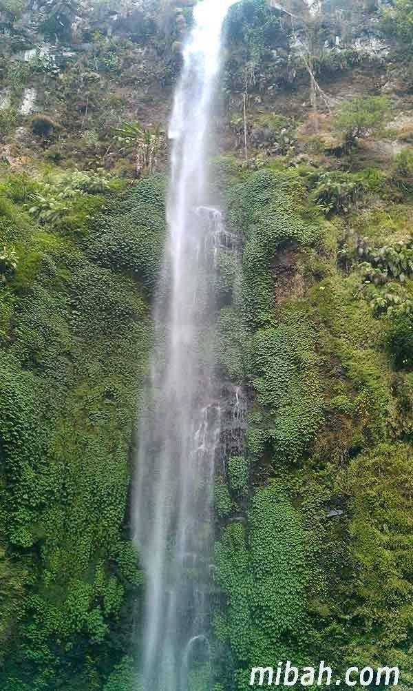 This is Coban Rondo Waterfall in Malang, want to know about this fantastic waterfall visit http://www.mibah.com/2015/03/coban-rondo-air-terjun-malang.html
