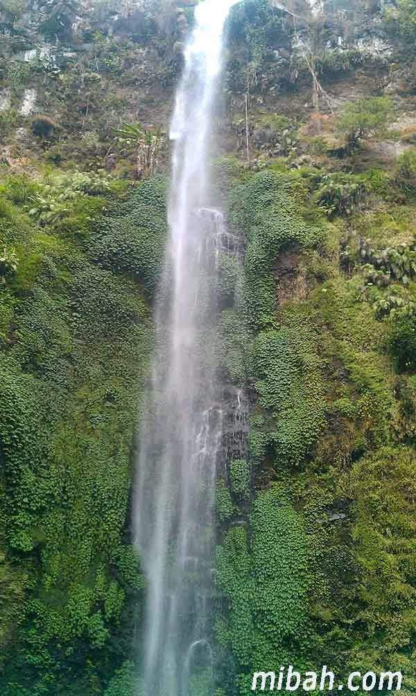 This is Coban Rondo Waterfall in Malang, want to know about this fantastic waterfall visit http://www.mibah.com/2015/03/coban-rondo-air-terjun-malang.html