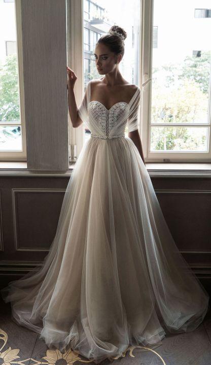 Source: http://www.modwedding.com/galleries/wedding-dresses/wedding-dresses-6-09092016-km/?ad=gad&index=17&tag=false&gallery=175426149&source=gallery