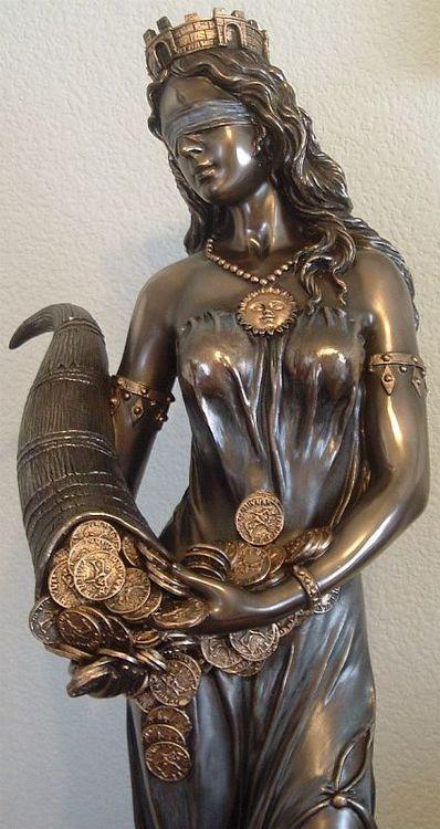 Fortuna. En la mitología romana, la diosa de la suerte, buena o mala, aunque siempre se tendió a asociarla con lo bueno -lo fasto- y la fertilidad.