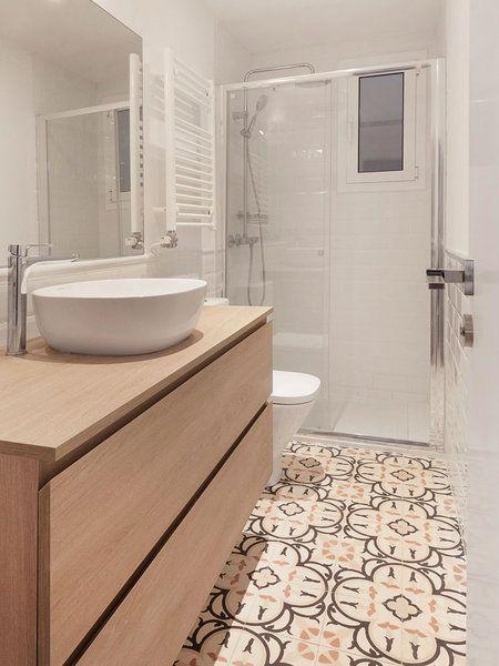 Baño con ducha y suelo hidráulico | Cuartos de baños ...