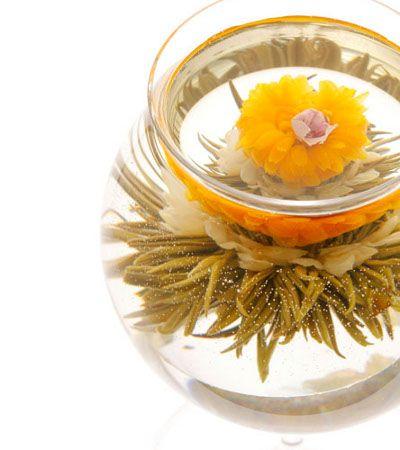 工芸茶専門店クロイソス -CroesuS-  「シンデレラ」   ジャスミンに縁取られた愛らしい金盞花。 シンデレラのように幸運をつかむことができますように。  茶種:緑茶 花種:ジャスミン・金盞花・バラ 産地:中国福建省   \360   http://mercure.shop-pro.jp/?pid=21616685