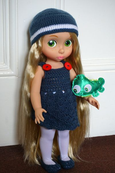 My Disney Animator's Collection - Papunzel =) She is modelling my first everhandmade full set outfit, including the hat, the dress and the shoes =D