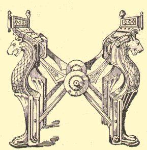 Trône du roi Dagobert, BN. CHARLEMAGNE ET AIX LA CHAPELLE: Il est vrai que ce trône est un jeu d'éléments composites et ce n'est que récemment que  les diverses parties ont été analysées précisément. Les têtes qui ornent le dossier ont été réalisées lors de la restauration du 12°s, le dossier et les accoudoirs datent de la 2° moitié du 9°s (sous Charles le Chauve), le siège proprement dit date de la fin du 8°s, et s'apparente aux lignes des grilles de la chapelle palatine.