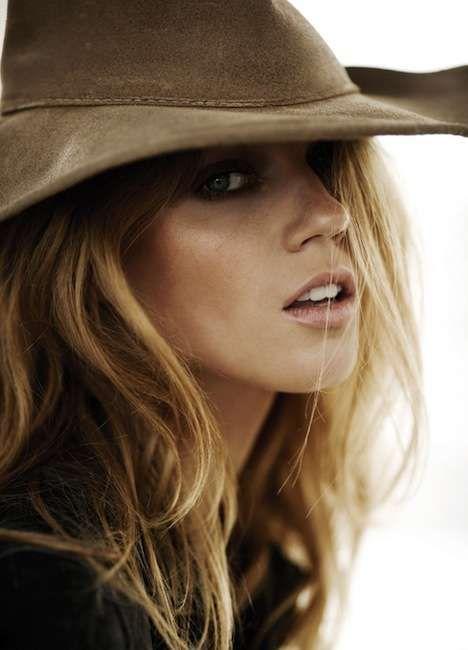 Artistic Cowgirl Fashion - Masha Novoselova Undresses for Elle Spain April 2010 (GALLERY)