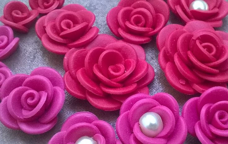 red and pink polymer roses