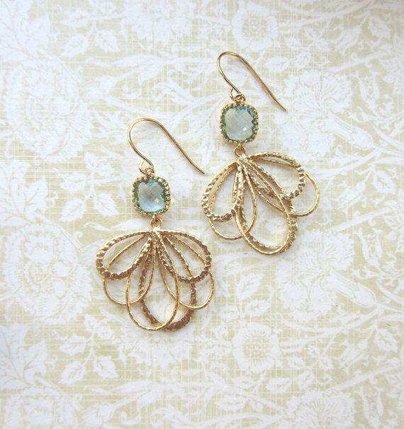 Aqua blauw goud Feather oorbellen. Aqua blauwe glazen door Marolsha