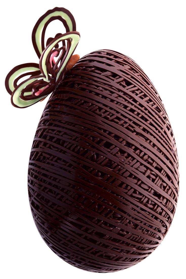 Isso não é um simples ovo de chocolate, é algo assim, como uma obra de arte...<3<3