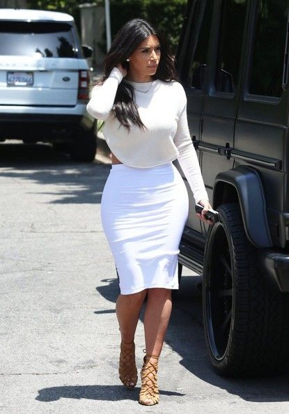 Kim Kardashian Photos  - The Kardashians Do Lunch in Beverly Hills - Zimbio