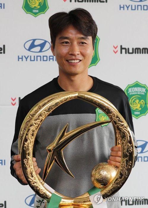 Soccer Superstar Lee Dong Gook Not Ready To Retire, Despite Being All-Time Leading Scorer | Koogle TV