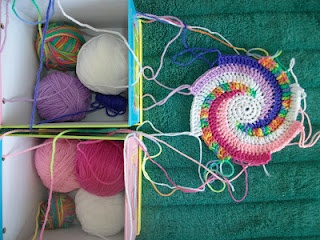 8 Colours Spiral tutorial by The crochet Case.