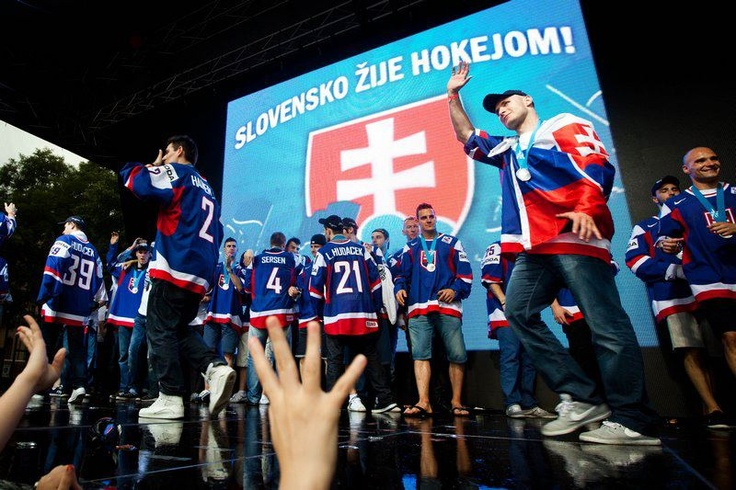Slovensko žije hokejom! :) - Naši Majstri sveta z Goteborgu v r. 2002
