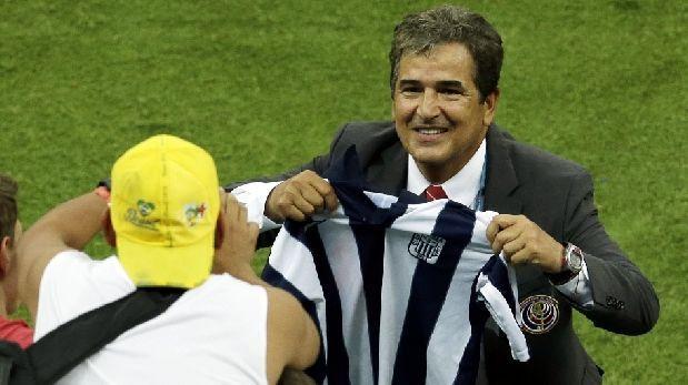 Pinto posó con camiseta de Alianza al final del triunfo épico