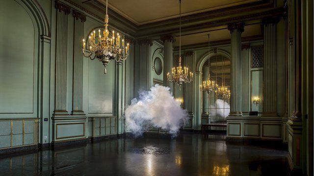 http://lapiedradesisifo.com/2013/01/28/berndnaut-smilde-el-hombre-que-coleccionaba-nubes/