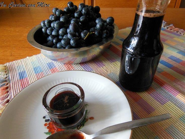 """Il vino cotto Calabrese """" u vinicuattu"""" una ricetta dagli antichi sapori calabresi, per addolcire i dolci natalizi e la granita di neve """"a scirubetta""""."""