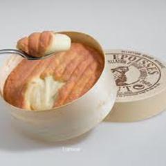 Epoisses is een zachte kaas (van koemelk) heeft een gewassen korst en is afkomstig uit Bourgondië. Deze Epoisses wordt langzamer gerijpt en vaker gewassen en heeft daardoor een krachtige en intensieve smaak. De typische oranje korst is afkomstig van roodschimmelculturen. De rijping is minimaal vier weken