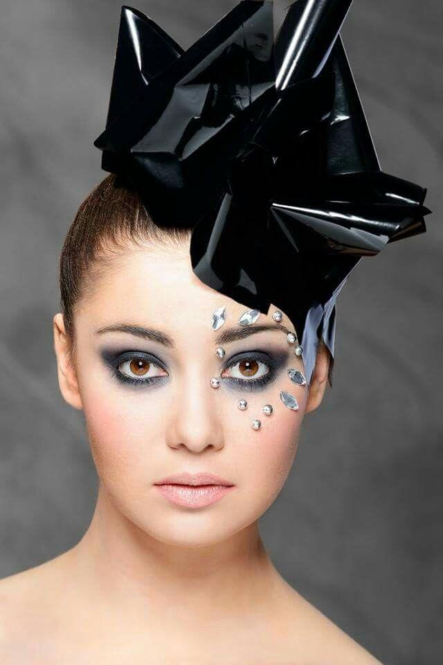 Jewerly makeup Agnieszka Kwiatkowska Make Up Artist Photographer: Maciej Wróbel