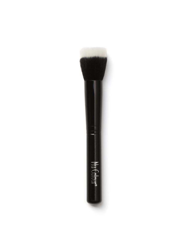 ANIMAL FREE - DESIGNED BY  Raphaël, the expert in professional brushes - FOUNDATION BRUSH N°1  Easily achieve a radiant and polished look. This ultra-soft foundation brush has synthetic duo fibre bristles that are especially designed to use with liquids to create a flawless and natural finish. The high quality brush allows you to build up coverage effortlessly to get that airbrushed effect.