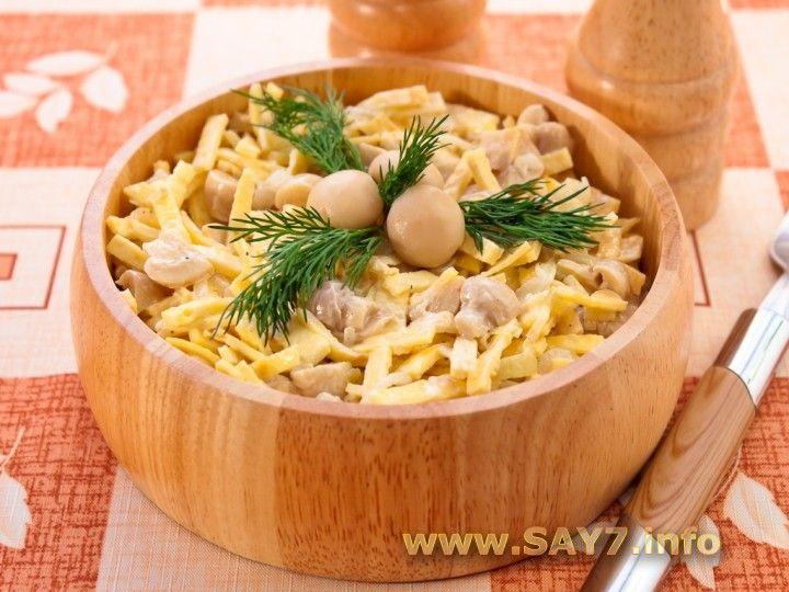 Салат с грибами, блинчиками и луком