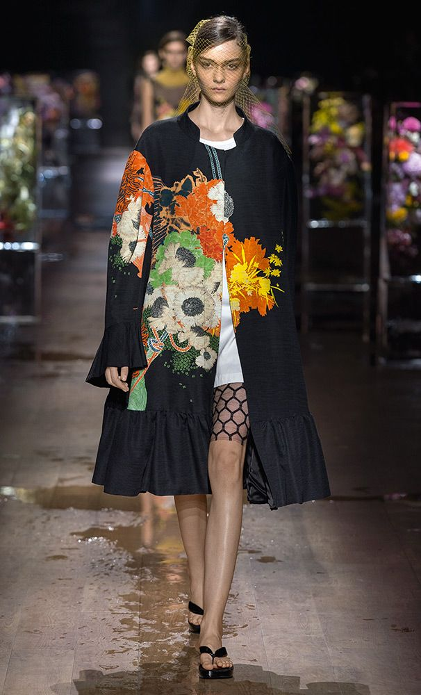 Discover Dries Van Noten's Spring Summer 2017 collection presented during  the Paris Fashion Week, inspired by the art of Azuma Makoto.