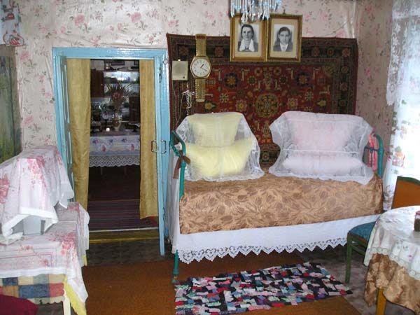 Терновский р-он, с. Козловка. Внутреннее убранство дома. Кровать с подзором