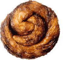 Zeeuwse bolus: een heerlijke broodje bij de koffie of een kopje thee. Zelf gemakkelijk te maken, maar het kost zeker tijd. Joodse traditie in onze keuken.