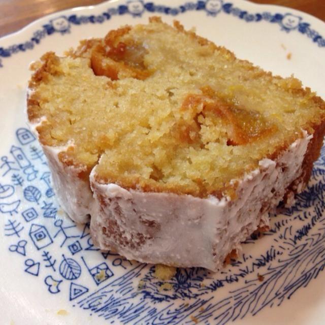 金柑パウンドケーキ第二弾。 実とシロップを前回よりたくさん使い、仕上げにラム酒シロップを塗り、アイシングをしました。 甘酸っぱくて、ラム酒が効いた大人のケーキに仕上がりました♫ - 3件のもぐもぐ - 金柑パウンドケーキ by herbalkids