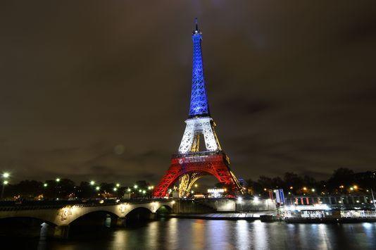 4812909_6_1f14_la-tour-eiffel-aux-couleurs-du-drapeau_e9d6fac044acfae03decaa10ef24f505.jpg (534×355)