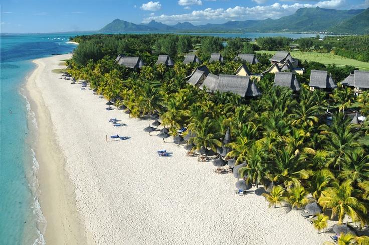 Entlang des 4 km langen Strandes liegen einige Hotels der gehobenen Klasse. Diese können Sie bei uns buchen.   Le Morne, Mauritius Hotel Dinarobin Golf & Spa Le Morne, Mauritius Paradis Hotel & Golf-Club Le Morne, Mauritius Tamarin Hotel   St.Regis Le Morne, Mauritius Süd  Indian Resort Le Morne, Mauritius Süd La Mornea Le Morne, Mauritius Süd