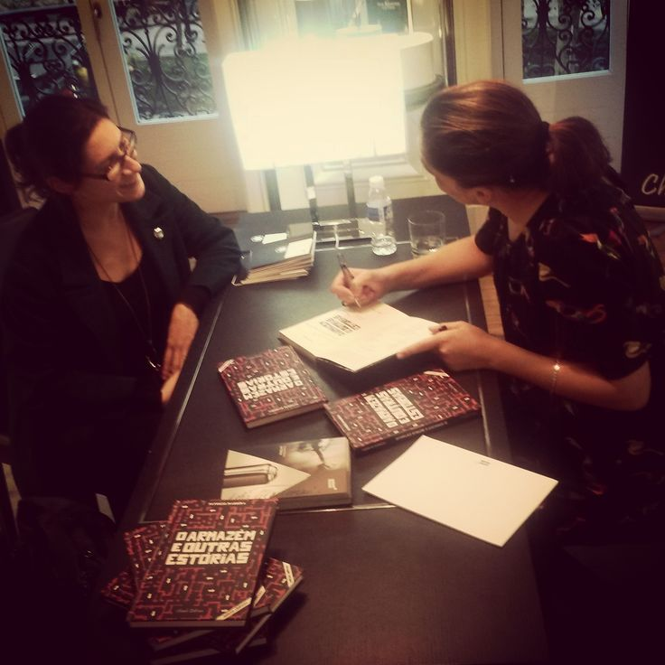 Signing O Armazém e Outras Estórias/The Warehouse and Other Stories limited edition @ Boutique Montblanc, Lisbon, on Writer's Day. ♥ #oarmazemeoutrasestorias #montblanc #chiadoeditora