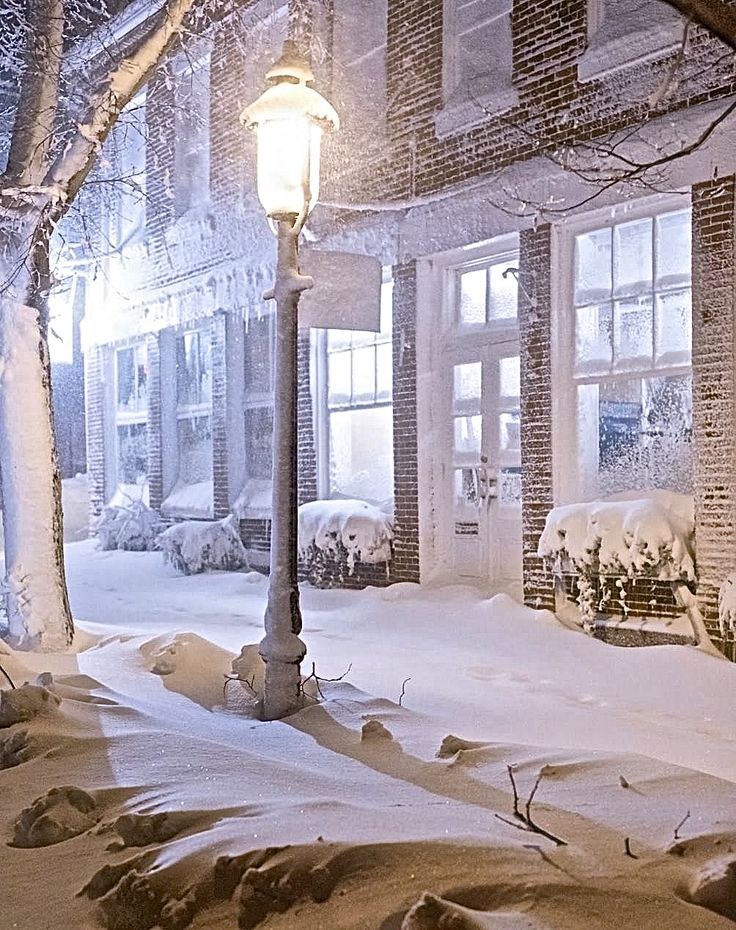 Have only been on Nantucket once for snow (not a blizzard), and it was magical!  Anderson's & The Hub during Juno Sofia & Co.