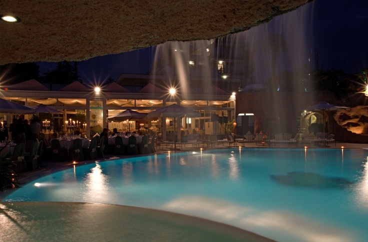 The swimming pool of Relais Villa Fiorita at night time - www.villafiorita.it