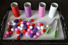 Valentines Day pom-pom sorting. Simple to create and great fine-motor fun for kiddos!                                                                                                                                                                                 Más