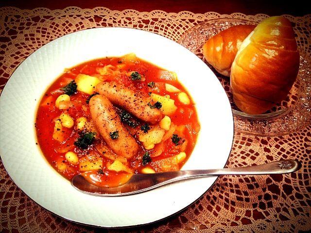 お腹空いた!! 定期的に食べたくなるスープ(*^^*)  水煮トマト コンソメ ケチャップで味付け♡ - 156件のもぐもぐ - 大豆と野菜のトマトスープ by chiesweethome