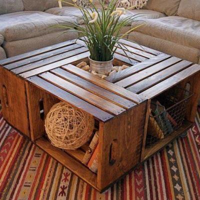 Un altro modo divertente e creativo di riutilizzare vecchie cassette in legno. Mai pensato di creare un tavolino da mettere in salotto? Al centro riempitelo con sassolini colorati o con del terriccio per ospitare una piccola piantina. #Dalani #DIY