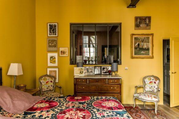 Jaune moutarde n'est pas jaune curry    Réalisation de Kierszbaum interieurs - Chambre jaune