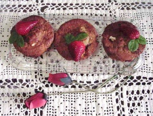Gosto pelos Sabores: Pequenos bolos de morangos, chocolate branco e mer...