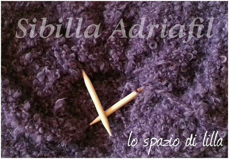 Avvolgiti in una cascata di morbidi e caldi riccioli... Wrap into a soft, warmy and curly cascade... #Adriafil  #Sibilla  #yarns #knitting