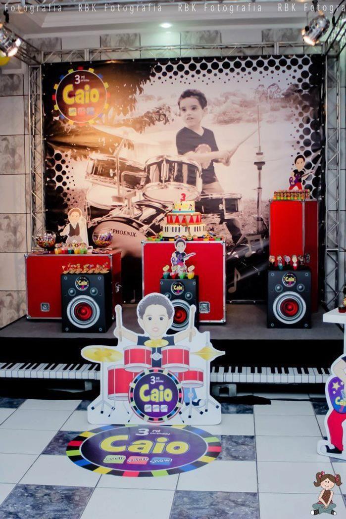 Mesa-palco do bolo festa da música