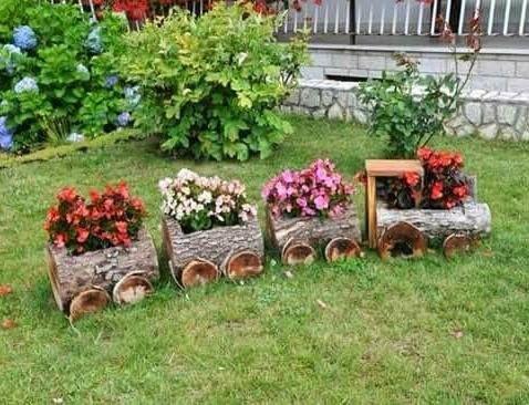 Deze DIY treinen gemaakt van boomstam zijn echt een FANTASTISCH idee voor in de tuin! Ook goed te gebruiken als plantenbak!