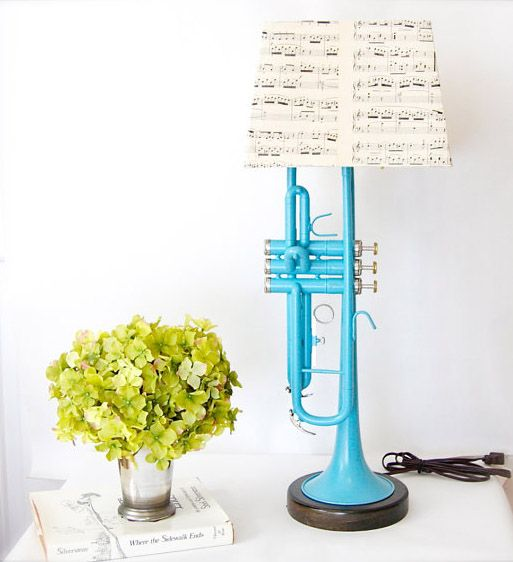 Trumpet Lamp: LOVE this. Remember that musical themed room? This is what Im talkin about! <3