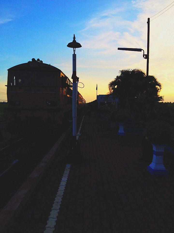 Train at Pak Pli