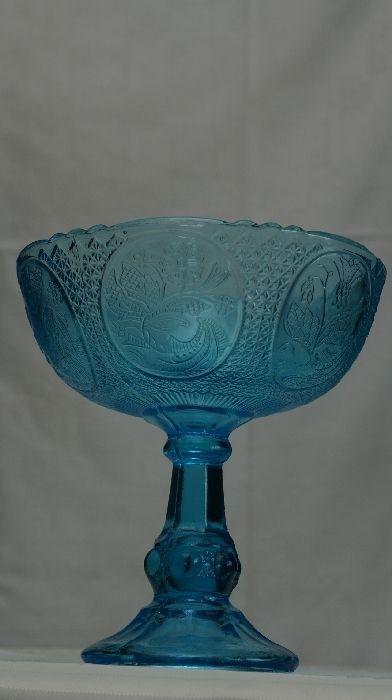 Patera powstała w hucie szkła Ząbkowice, nr katalogowy z 1910 roku to 1180. Zachowana w stylu secesyjnym.