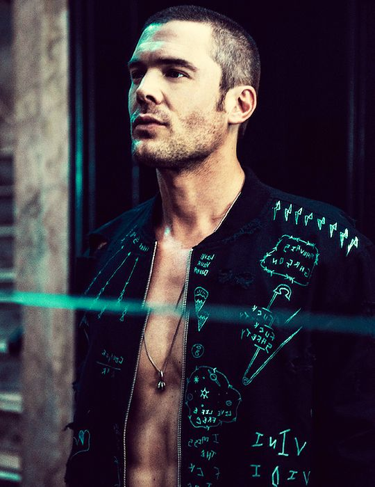 Charlie Weber. Holy crap! He's soooo handsome!!!