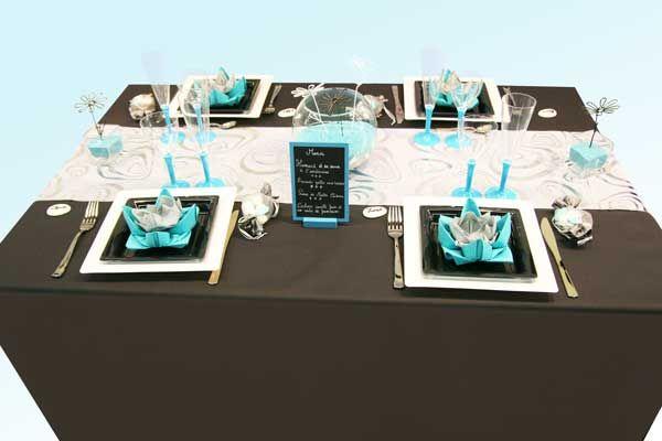 C'est une décoration de table à la fois élégante et fraîche que nous vous proposons aujourd'hui. Basée sur trois couleurs (turquoise, noir et blanc), cette composition a tout particulièrement été étudiée pour un mariage. Idéale pour un mariage d'hiver,...