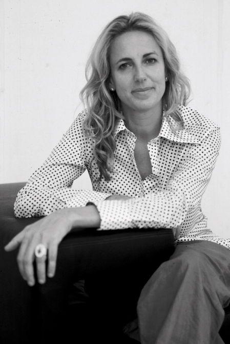 Patricia Urquiola    Esta española ha sido elegida mejor diseñadora por diversos medios internacionales de comunicación. Es una estrella en los salones del mueble y tiene un éxito comparable con las lámparas y tejidos.